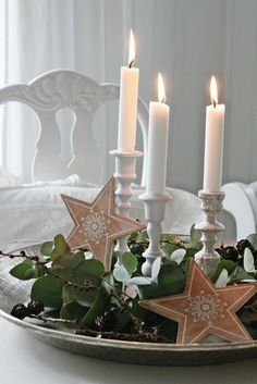 Candles, just like Christmas lights is the simplest way to add festive atmosphere anywhere in the house. English Christmas, Green Christmas, Scandinavian Christmas, Simple Christmas, All Things Christmas, Winter Christmas, Xmas, Natural Christmas, Country Christmas
