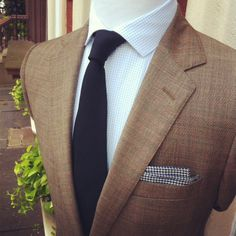 Brown jacket, white shirt with blue check, navy knit tie Suit Fashion, Fashion Brand, Mens Fashion, Mode Masculine, Brown Suits, Girls Gallery, English Style, Dress For Success, Suit And Tie