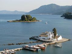 Het perfecte plaatje van Vlacherna en Muizeneiland op Corfu. The perfect picture of Vlacherna church and Mice Island.