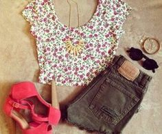 Oooh. ♥ Floral print perfect with jeans and shorts.