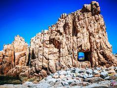 """Karibische Traumstrände, umgeben von unendlichem blauem Wasser, viele Hügellandschaften und Berge zum Erklimmen, Traumurlaub zu einem erschwinglichen Preis – so ungefähr könnte man die Traumurlaubsdestination """"Sardinien"""" in kurzen Worten beschreiben. Strand, Mount Rushmore, Mountains, Nature, Travel, Europe, Photos, Sardinia, Caribbean"""