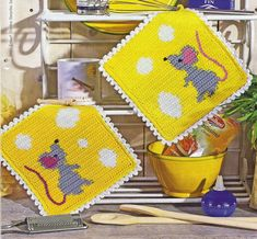 mouse and cheese crochet potholder Crochet Kitchen, Crochet Home, Love Crochet, Knit Crochet, Crochet Potholders, Crochet Squares, Crochet Diagram, Crochet Patterns, Crochet Hot Pads