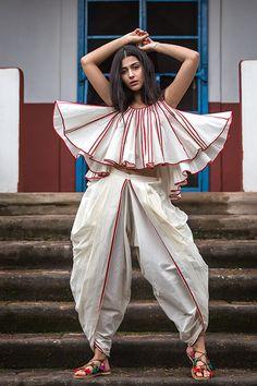 Fancy Blouse Designs, Stylish Dress Designs, Stylish Dresses, Girls Fashion Clothes, Fall Fashion Outfits, Fashion Dresses, 80s Fashion, Latest Fashion, Indian Designer Outfits