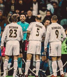 Beckham, Zidane e Ronaldo (Real Madrid) x Buffon e Del Piero (Juventus). Best Football Players, Football Is Life, World Football, Soccer Players, Ronaldo 9, Ronaldo Real Madrid, Ronaldo Football, Real Madrid Football, David Beckham Soccer