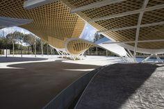 Paraboloide de madera aserrada. Auditorio Parque El Paraiso (San Blas, Madrid 2010). Arquitecto Cleto Barreiro