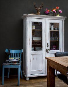 mooie landelijke witte buffetkast, painting the past
