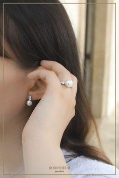 Wir lieben zierlichen Schmuck, vor allem wenn er so zeitlos und elegant wie Perlen ist! Klassischer Perlenschmuck kann sowohl im Alltag, als auch zu feineren Anlässen (zB. Hochzeit) getragen werden. Perltastisch! Mode Blog, Pearl Earrings, Women Jewelry, Pearls, Elegant, Fashion, Delicate Jewelry, Pearl Jewelry, Hochzeit