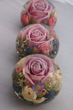 Wedding flower paperweights made with flowers preserved from your bridal flowers