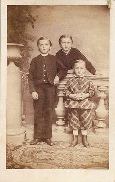 victorian era photos - kids Vintage Children Photos, Vintage Boys, Vintage Images, Antique Photos, Vintage Photographs, Old Pictures, Old Photos, British Costume, Victorian