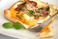 Tojásos reggeli recept Egg Recipes For Breakfast, Hungarian Recipes, Creative Food, Cheddar, Vegetable Pizza, Quiche, Hamburger, Sandwiches, Food And Drink