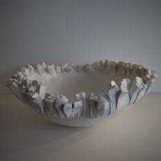 coupe en céramique blanche réalisée par Patricia Dindinaud Pottery Bowls, Ceramic Bowls, Ceramic Pottery, Ceramic Art, Pottery Ideas, Ceramic Texture, Sculptures Céramiques, Pots, Bowl Designs