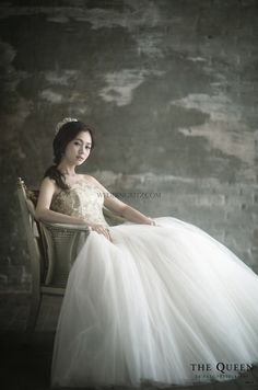 elegant wedding photo by the queen by rari