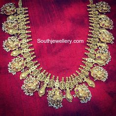 22 carat gold antique finish peacock haram adorned with pearls and rubies by Parnicaa Jewellery. Gold Temple Jewellery, India Jewelry, Gold Jewelry, Kerala Jewellery, Quartz Jewelry, Beaded Jewellery, Diamond Jewellery, Stone Jewelry, Pearl Jewelry