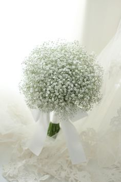 Flower Delivery Singapore - Tips to Choose a Bridal Bouquet - Flower Delivery Singapore White Wedding Bouquets, Bride Bouquets, Flower Bouquet Wedding, Floral Wedding, Gypsophila Bouquet, Floral Lace, Best Flower Delivery, Tulip Bouquet, Beautiful Flowers