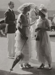 1919 - Anna Q. Nilsson and Ethel Clayton. now that is style.