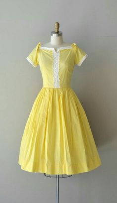Sunnyside dress / vintage dress / cotton by DearGolden Source by deargolden fashion dresses 50 Fashion, Fashion History, Look Fashion, Retro Fashion, Fashion Dresses, Vintage Fashion, Club Fashion, Pretty Outfits, Pretty Dresses