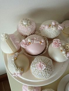 Vintage lace cupcakes by Something Fancy Celebration Cakes. Cupcakes Flores, Lace Cupcakes, Pretty Cupcakes, Beautiful Cupcakes, Fun Cupcakes, Wedding Cupcakes, Cupcake Cookies, Pearl Cupcakes, Cupcake Fondant