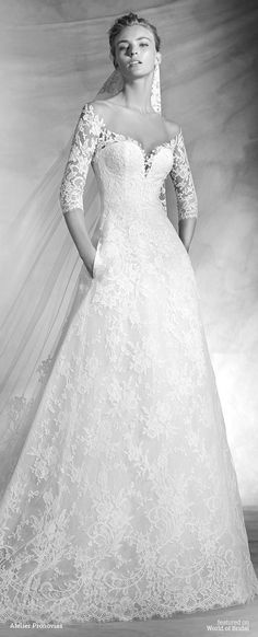 A-line wedding dress in French lace. Bodice with sweetheart neckline with sheer illusion tulle overlay and sleeves decorated with French lace appliqués. Skirt with side pockets. Romantic wedding dress.