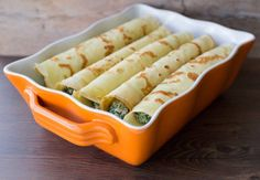 Panqueques rellenos con espinacas / Spinach and ricotta stuffed crepes Veggie Recipes, Great Recipes, Salad Recipes, Vegetarian Recipes, Cooking Recipes, Favorite Recipes, Healthy Recipes, Holiday Recipes, Quiches