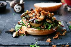 Shiitake Burger » Bucătăria Familiei Mele » Vegetarian/vegan/gluten free Vegan Gluten Free, Vegan Vegetarian, Bun Burger, Caramelized Onions, Salmon Burgers, Food Pictures, Fresh, Cooking, Ethnic Recipes
