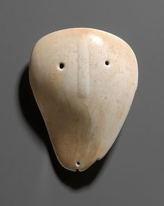 Shell Mask Gorget, ca. North American Indian, Late Mississippian Culture(a gorget is worn at the throat) Art Inuit, Native American Artifacts, Indian Artifacts, Historical Artifacts, Art Premier, Masks Art, American Indian Art, African Masks, Indigenous Art