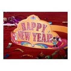 Minnie and Daisy Happy New Year Crown. Nodig: Bijlage, printer, Dubbelzijdig tape. Werkwijze: Print de bijlage en knip de onderdelen uit. Plak de kroon in elkaar en feesten maar!