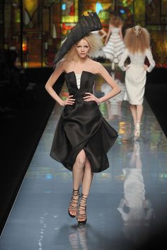 Christian Dior Spring 2009 Couture Fashion Show - Michelle Westgeest (CITY)