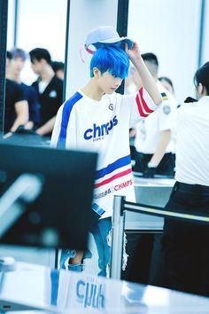 Why does Jisung look good with blue hair omg Nct 127, Yang Yang, Winwin, Taeyong, Jaehyun, Park Jisung Nct, Johnny Lee, Yuta, Park Ji Sung