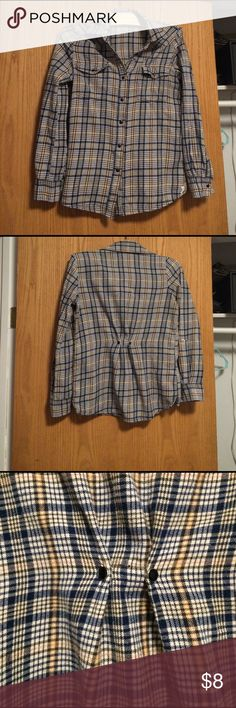 Billabong flannel shirt size small Soft cute no holes or stains . Two snaps in the back for a feminine fitted look. Size small Billabong Tops Button Down Shirts
