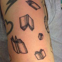 #skäggigadamentatueringar #skäggigadamen #books #booktattoo #böcker #boktatuering #tattoo #tatuering #linework