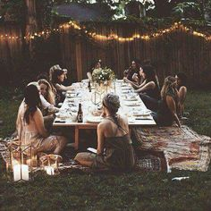 Find summer solstice party ideas including decor, recipes, and flowers on domino. The domino editors share beautiful, bohemian ideas for your summer solstice party. Garden Parties, Backyard Parties, Boho Garden Party, Festival Garden Party, Festa Party, Summer Solstice, Low Key, Outdoor Dining, Outdoor Lamps