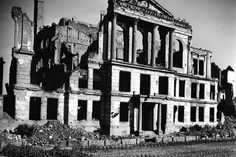 1951 Ruine des Wilhelm-Gymnasiums (Volksgerichtshof) von der Viktoriastrasse gesehen