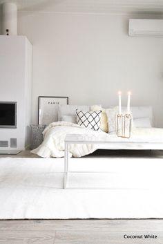 Olohuoneen uusi, valkoinen Hattara-matto   Coconut White My Dream Home, Coconut, About Me Blog, Carpet, Couch, Posts, Living Room, Interior Design, Bedroom