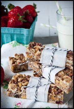 Μπάρες δημητριακών Healthy Desserts, Healthy Tips, Healthy Recipes, Healthy Foods, Breakfast Time, Breakfast Recipes, Dessert Recipes, Oat Bars, Granola Bars
