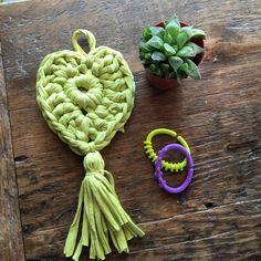 IMG-20160601-WA0008 Crochet Crafts, Knit Crochet, Diy Crafts, Crochet Ideas, Christmas Crafts, Crochet Earrings, Knitting, Tutorial Crochet, Cactus
