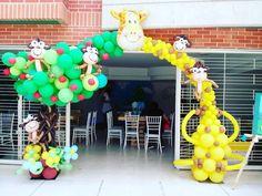 32 отметок «Нравится», 1 комментариев — artballoon (@artballoon13) в Instagram: «Excelente decoracion con #globos . Arco espectacular con detalles para recibir a los invitados.....»