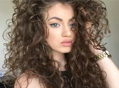 Dytto hair shared by Thatiane Monteiro on We Heart It Curly Afro Hair, Curly Hair Tips, Curly Girl, Long Natural Hair, Natural Curls, Natural Hair Styles, Curled Hairstyles, Pretty Hairstyles, Ginger Hair