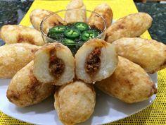 Las Carimañolas son bocadillos fritos hechos de yuca con rellenos diferentes y sabrosos.