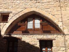Detalle de un Balcón en una casa del pueblo Horta de sant joan, Tarragona, Catalunya (España)