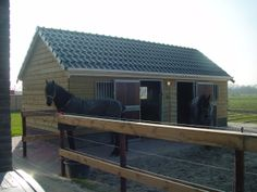 Paardenstal in Rottevalle geplaatst, een tevreden klant speciaal op maat gemaakt. Vraag naar de mogelijkheden bij www.vekam.nl