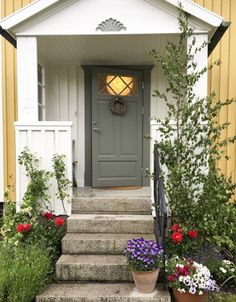 Small Front Porches, Front Porch Design, Garage Doors, Entryway, Sidewalk, Villa, Farmhouse, Windows, Outdoor Decor
