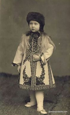 Little Princess Maria of Romania. Little Princess Maria of Romania Royal Fashion, Fashion Over, Adele, Elisabeth I, Blue Bloods, Country Art, Fabric Art, Little Princess, Marie