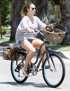 Haylie Duff and a novel approach to canine transport Haylie Duff, Hilary Duff, Liev Schreiber, Russell Brand, Elle Macpherson, Diane Kruger, Boris Johnson, Animal Projects, Fashion Couple