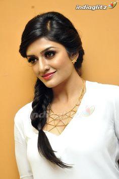 Tamil Actress Photos, Indian Beauty Saree, India Beauty, Beauty Queens, Vr, Bollywood Actress, Beauty Women, Actresses, Celebrities