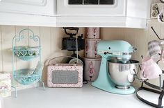 Pretty pastel kitchen WITH a roberts radio and a turquoise kitchen aid! Rainbow Kitchen, Pastel Kitchen Decor, Kitchen Colors, Handmade Uk, Kitchen Decor, Pink Kitchen, Kitchen, Cute Kitchen, Kitchen Accessories