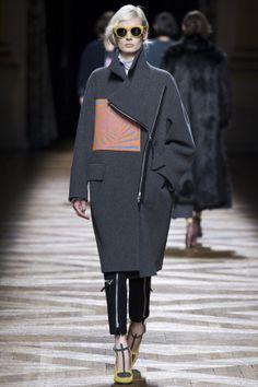 FASHION NEWS --- FASHION NEWS --- FASHION NEWS « DRIES VAN NOTEN » DÉFILÉ- AUTOMNE-HIVER 2014/2015 – PRET-A-PORTER – FEMME – PARIS FASHION WEEK  RETROUVEZ TOUTE LA COLLECTION EN IMAGE SUR: http://fashionblogofmedoki.com/