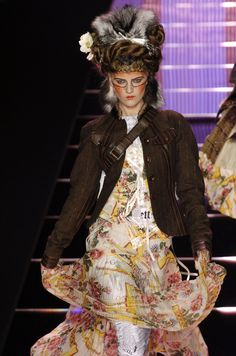 146 photos of John Galliano at Paris Fashion Week Fall 2004.