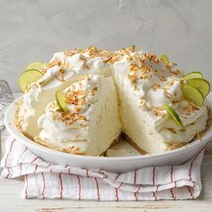 Key Lime Cream Pie - Homekeepers Recipes - We think this might be your favorite Key Lime Pie recipe ever! So creamy with a tangy lime flavor! Köstliche Desserts, Delicious Desserts, Dessert Recipes, Potluck Recipes, Key Lime Desserts, Lemon Desserts, Plated Desserts, Summer Recipes, Holiday Recipes