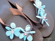 Blue Daisies Leather sandals Flip flops by sivylla on Etsy, so cute! Flip Flop Sandals, Flip Flops, Blue Daisies, All About Fashion, Leather Sandals, Daisy, Trending Outfits, My Style, Unique Jewelry