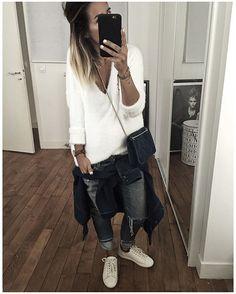 Tenue Confort du Dimanche : Surchemise en jean enfin ressortie, pull Doudou, Jean Préféré et les petites baskets de rentrée parfaites (et encore plus avec les semelles compensées invisibles!)! • Denim Shirt/Jacket #sezane (from @Sezane) • Knit #judestudios (from @jude_studio) • Jean #levis (old) • Sneakers #sezane (from @Sezane) • Bag #sezane (from @Sezane) ...